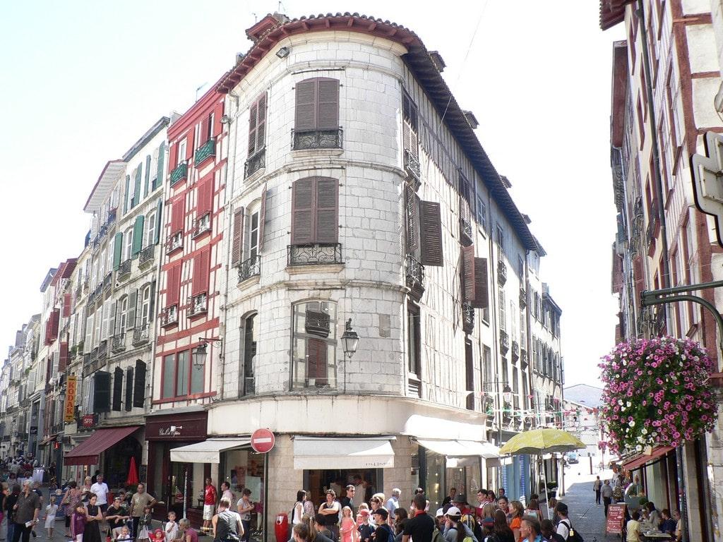 Bayonne place de la Salie ©CDT64