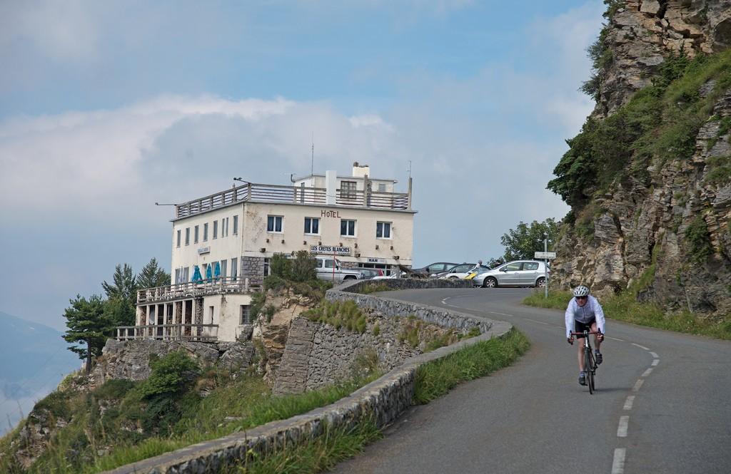 Cycliste col d'Aubisque 007 ©CDT64-P.Gaillard