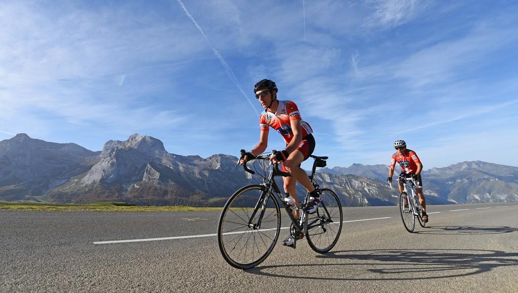 Cyclistes col d'Aubisque 002 ©CDT64-P.Gaillard
