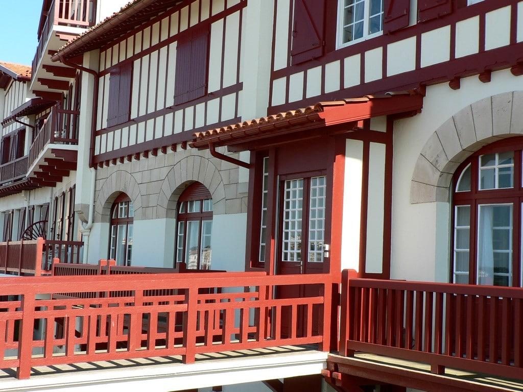 Saint-Jean de Luz maisons promenade baie 2 ©CDT64
